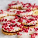 Image of raspberry zitronen ringe sandwiched with raspberry jam