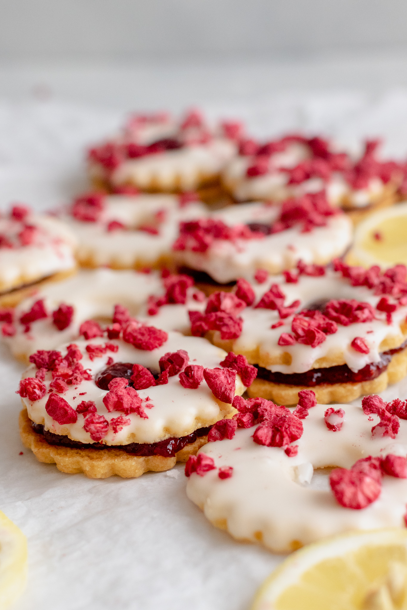 Image of raspberry zitronen ringe cookies sandwiched with raspberry jam