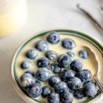 Image of Vanille Soße on Blueberries